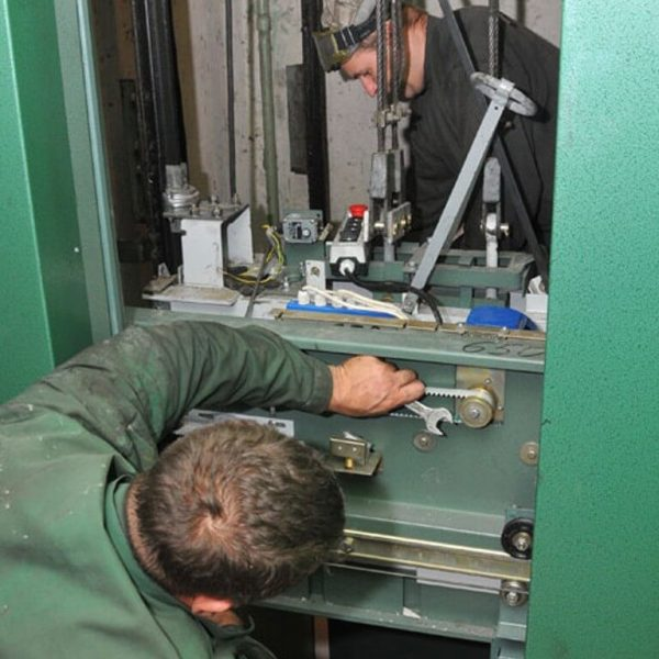 Монтажник електричних підйомників (ліфтів)